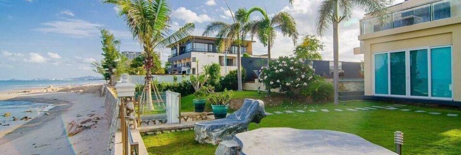 Attractive pool villa by the sea